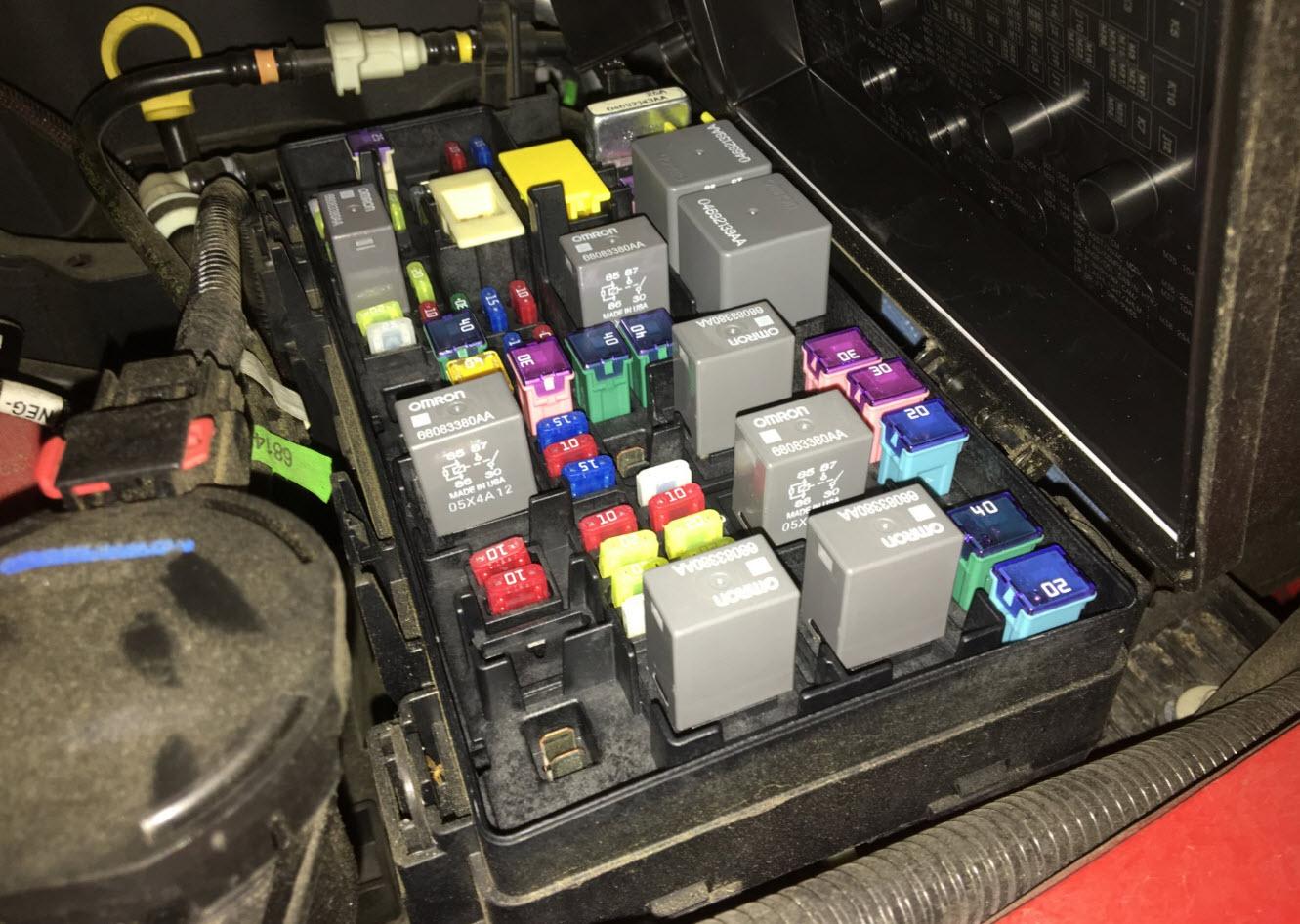 Locate the M7 fuse (Yellow 20). M7 Fuse Jeep JK